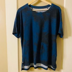 Black and cobalt blue north face shirt